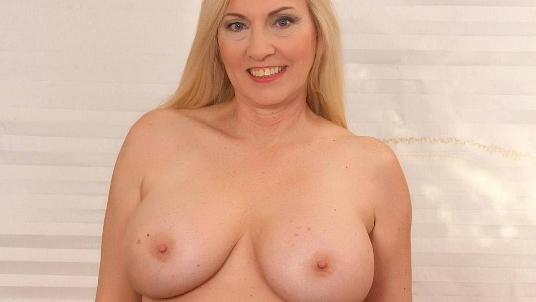 Horny MILF Displays Her Body